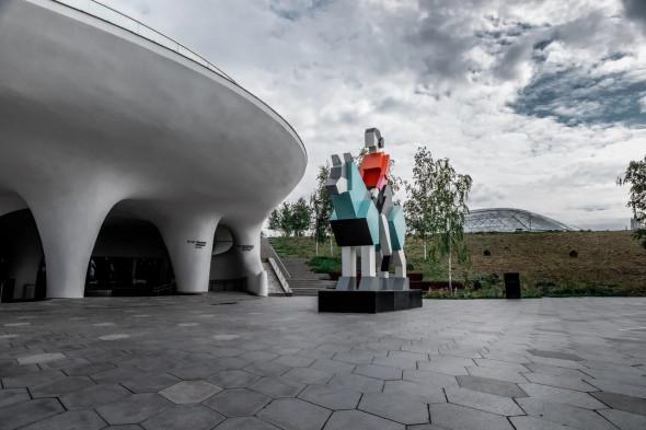 скульптура Дмитрия Аске «Хранитель» Зарядье