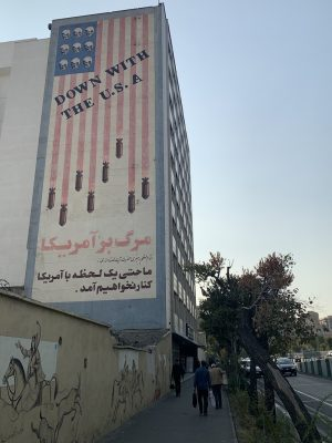 Мурал на улице Карим Хан Занд, Тегеран