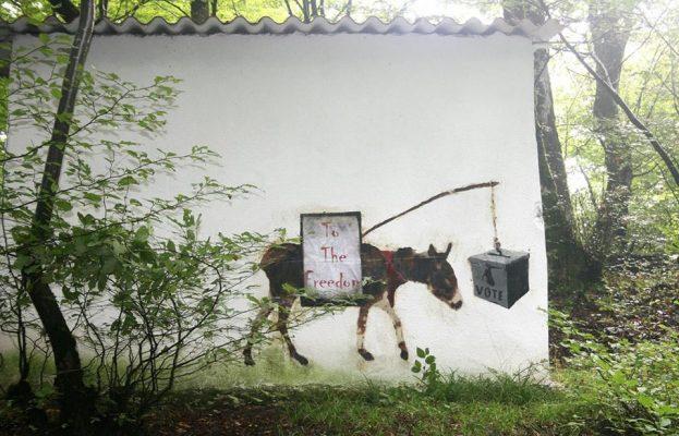 Граффити «Мнение (небольшая шутка)». Автор- MAD. Горган, Иран