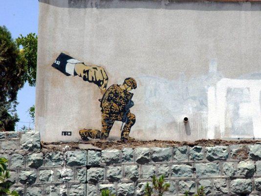 Граффити «Детский̆ солдат». Фото сделано Sareh Esfahlani. Автор MAD. Тегеран