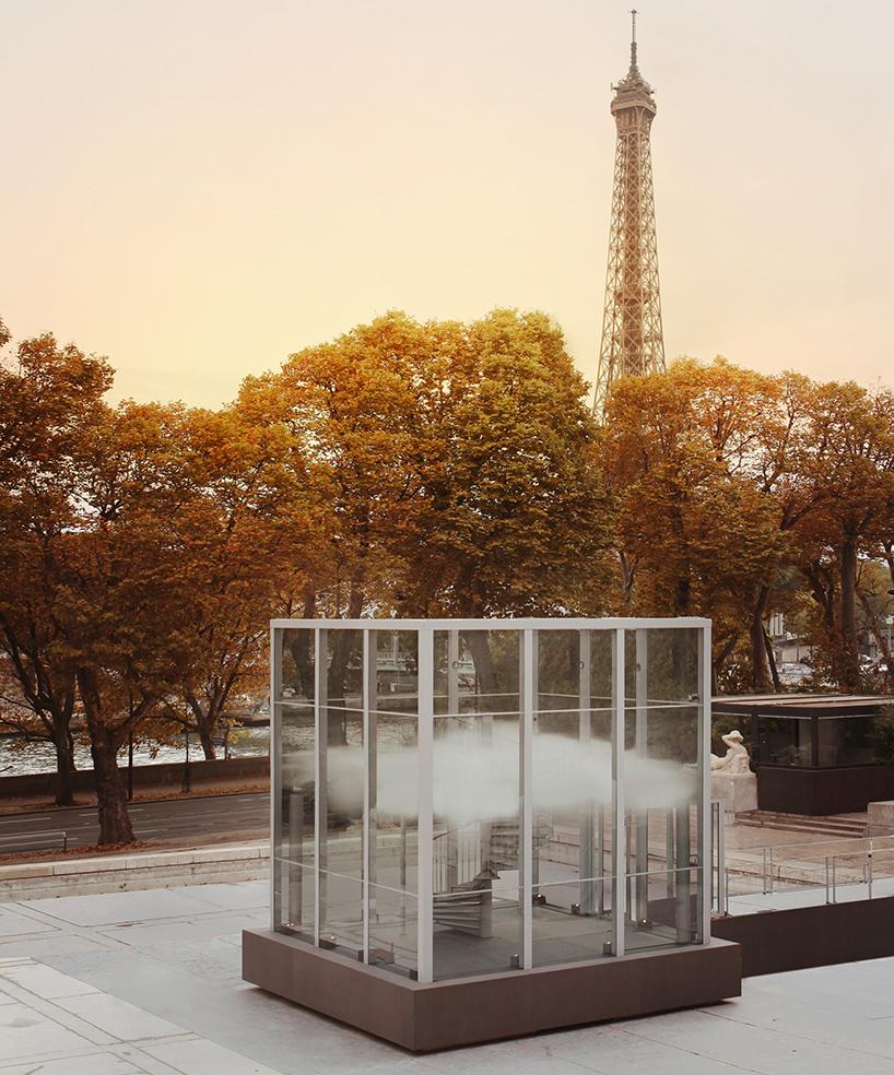 """Инсталляция """"OSNI"""" (unidentified scented object) из аромата и климатической инженерии (облака)"""