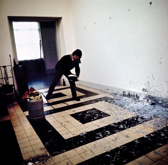 Richard Serra. Splash Peace, Bern 1969. Photo: Baltazar Burkhard / Paul Getty Trust. LA Getty Research Institute.