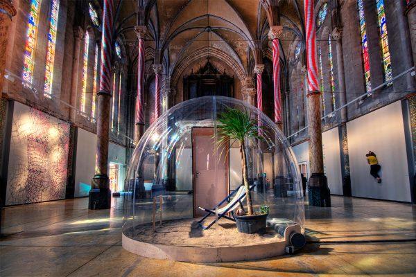 Современное искусство в церкви Св. Анны в Монпелье