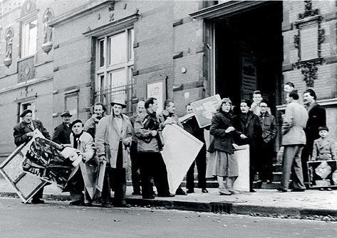 Члены КоБрА принесли свои работы на Первую международную выставку экспериментальных художников в Музее Стеделейк, Амстердам, 1949