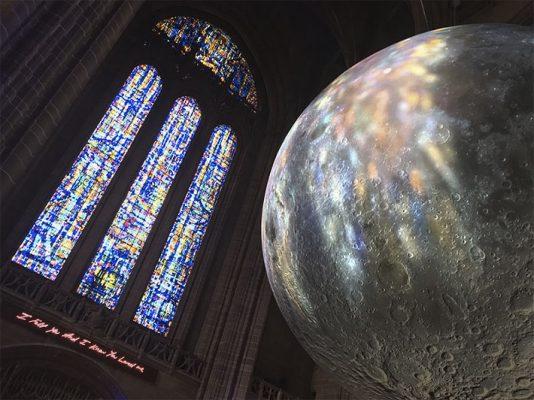 Инсталляция Земля в соборе Ливерпуля