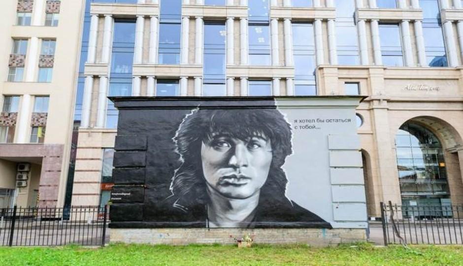 HoodGraff. Памяти В. Цоя, граффити версии 2014 года. Двор за домом № 8 по улице Восстания.