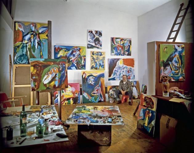 Асгер Йорн в своей мастерской 1970